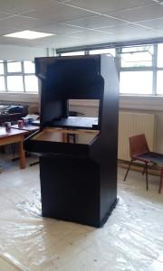 Un grand monolithe noir...