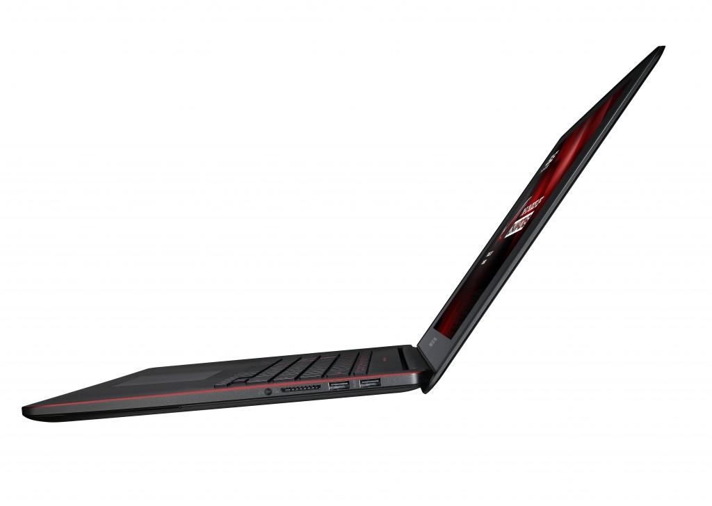 Le GX500 (on peut voir sa finesse grâce aux ports USB)